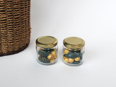 Glazen bokaaltje met gouden deksel
